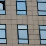 Changer des fenêtres dans le Var : pourquoi choisir l'aluminium ?